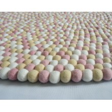 Dot Pattern Rectangle Felt Ball Rug